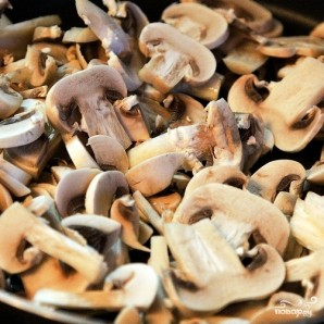 Курица с грибами в сливочном соусе - фото шаг 2
