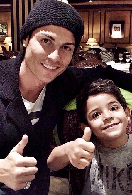 Фото роналду с сыном