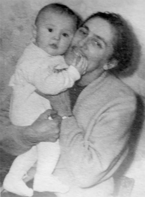 Мария Андроникашвили с бабушкой по материнской линии