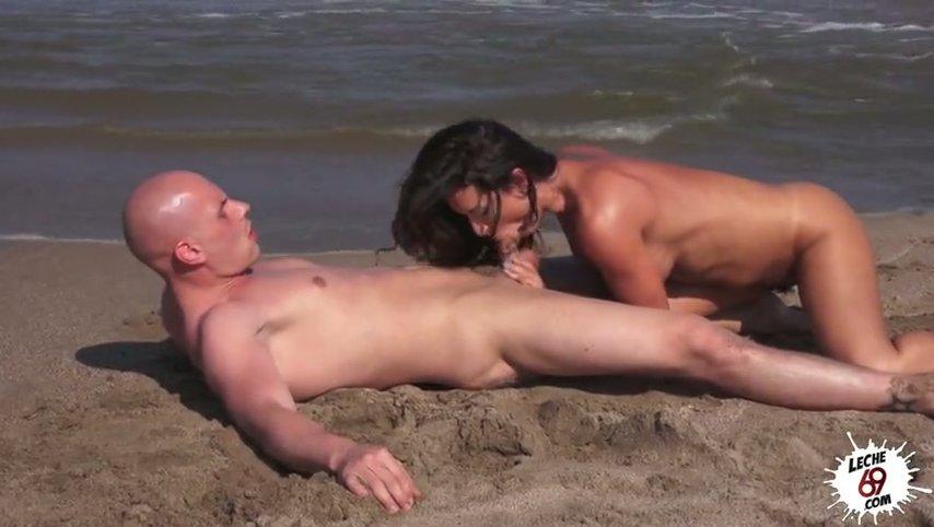 Секс с девушкой на пляже