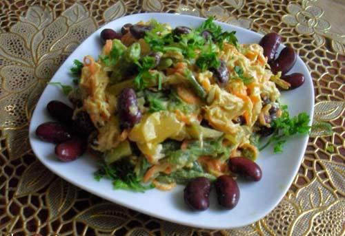 Салат обжорка с курицей и фасолью рецепт с фото