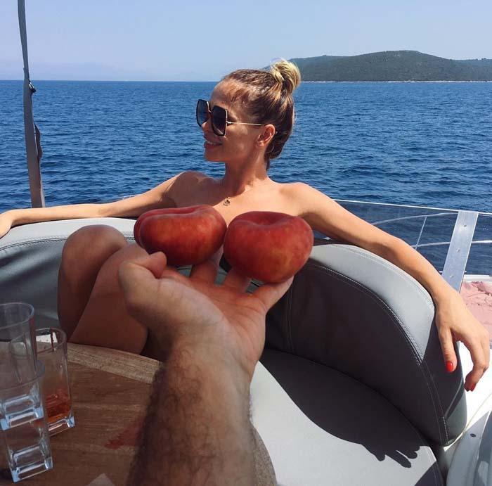 на яхте с персиками