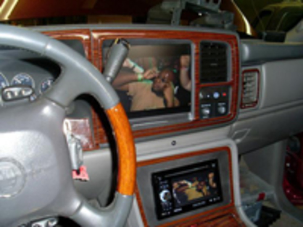 Ronnie's Electronic Autoland - Car with Alarm Installed