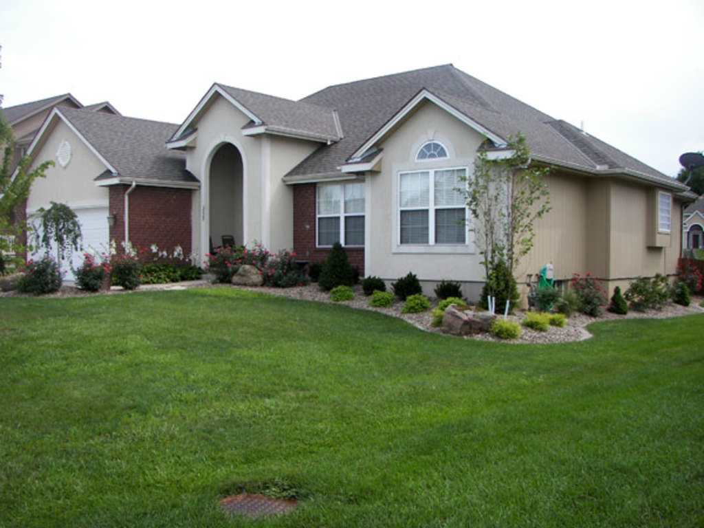 Heartland Lawn and Landscape - Front Lawn 2