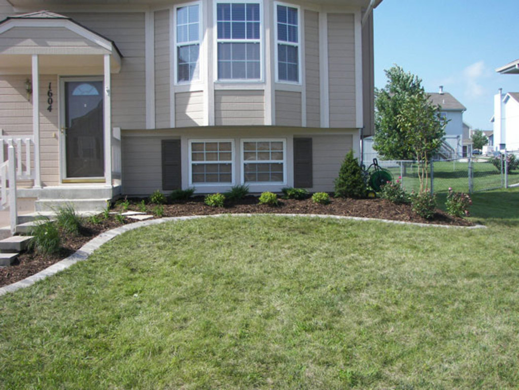 Heartland Lawn and Landscape - Front Lawn