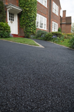 JC Rockland Paving - Home With Paved Driveway