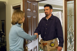 Comfortex Blinds Installer Greeted at Door
