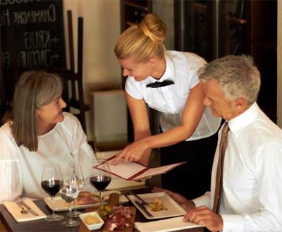 В чем заключается работа официанта