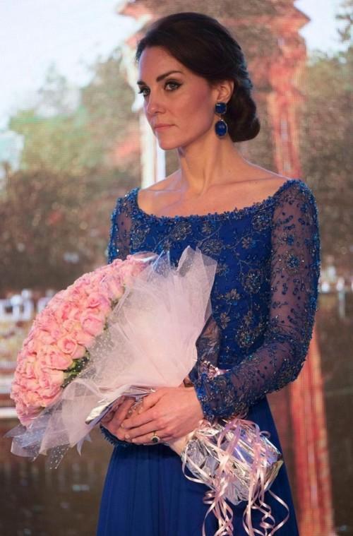 Kate middleton mavi elbise