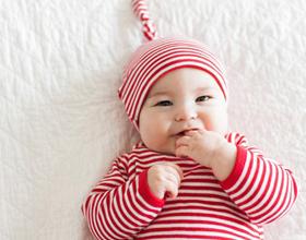 Как нужно одевать новорожденного дома