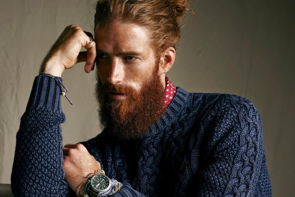 Во сне мужчина с бородой