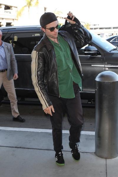 Новые фото: Роберт Паттинсон в аэропорту Лос-Анджелеса - 01.10.2018