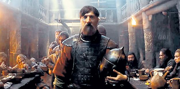 В нашумевших фильмах последнего времени у УСТЮГОВА ведущие роли. В «Викинге» он сыграл московского князя ЯРОПОЛКА