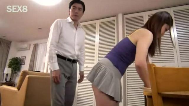 Отец трахает дочь а мать смотрит