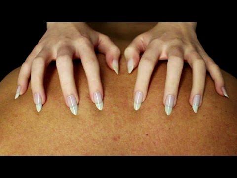 Long sharp nails scratching