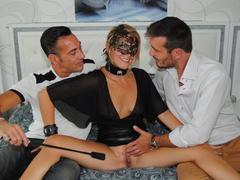 emma klein superbe debutante prise par deux hommes
