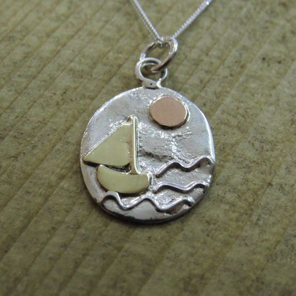 Oval boat necklace