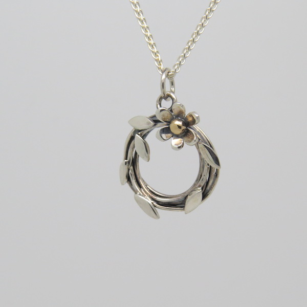 Entwined flower necklace small.