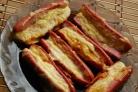 Сосиски, запеченные с сыром
