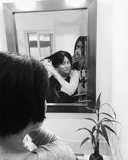 Перед химиотерапией Шэннен остригла волосы