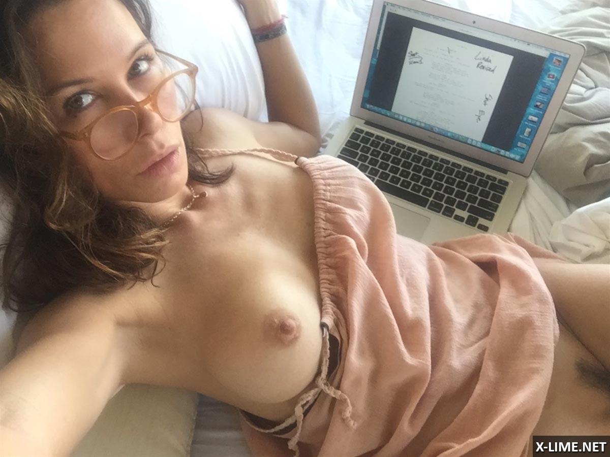 Нагая порнозвезда Шарлотта Льюис смотреть онлайн 1 фото