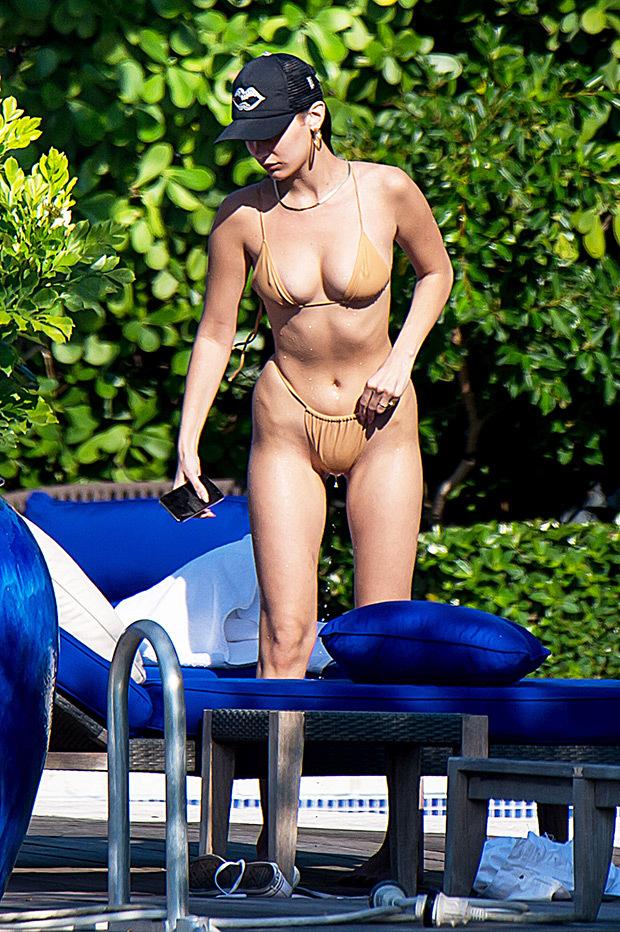Sexy celebrities in bikinis