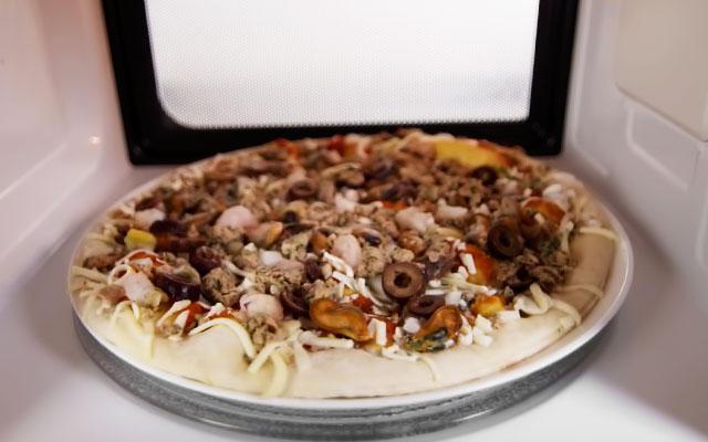 Пицца замороженная как готовить в микроволновке
