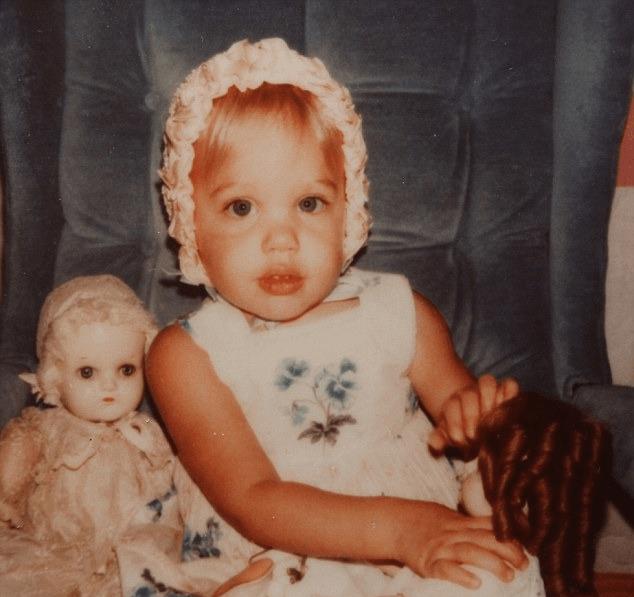 Анджелина джоли детские фото