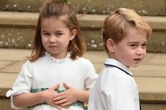 Принц Джордж и принцесса Шарлотта очаровали всех на свадьбе принцессы Евгении и Джека Бруксбэнка