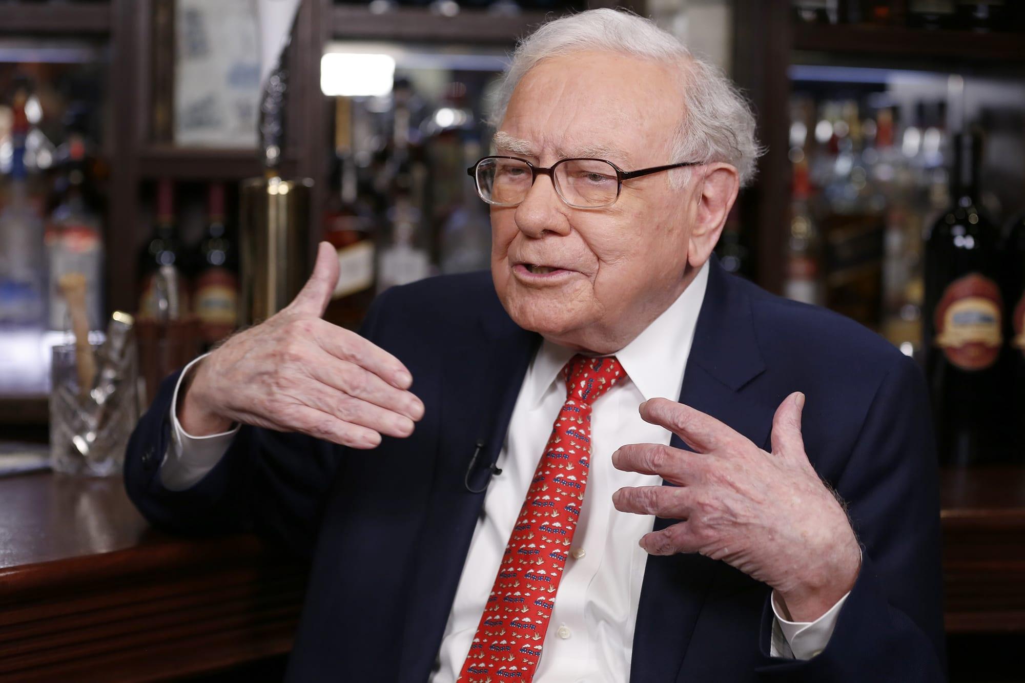 Warren buffett vs donald trump