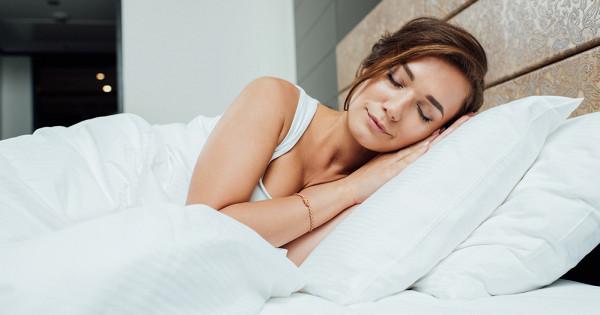 Почему нельзя спать на двух подушках приметы