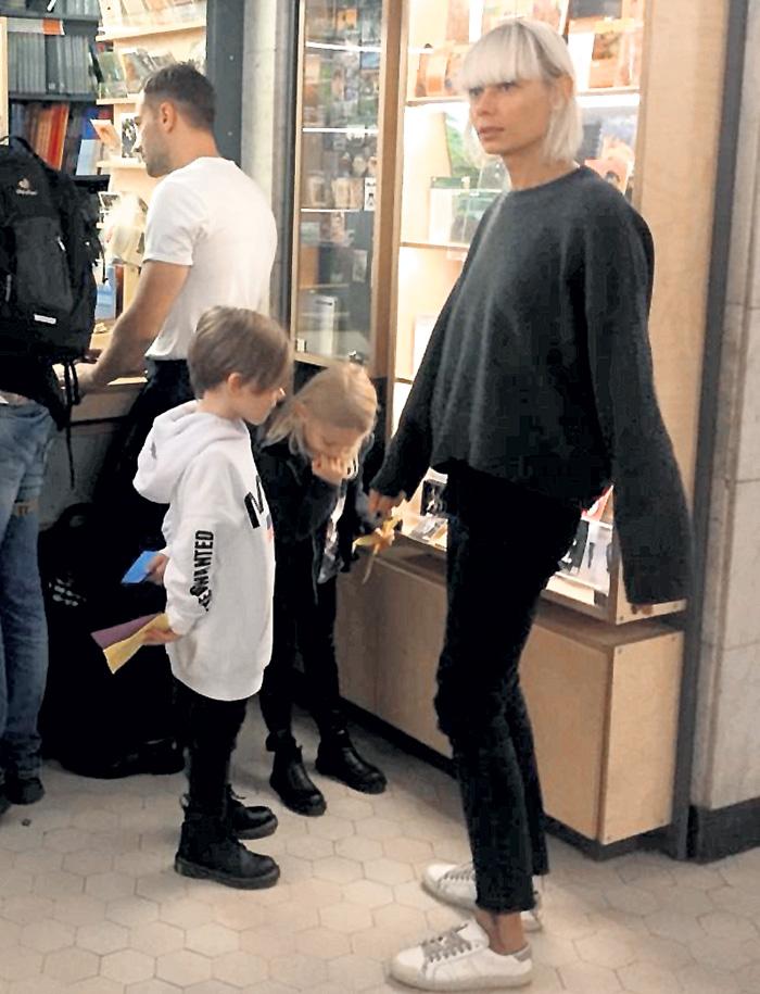Екатерина и Дмитрий часто ходят на выставки. Обязательно с детьми - пятилетними Платоном и Ладой