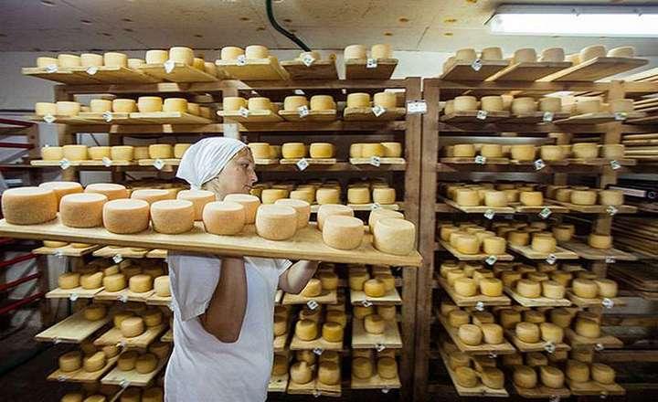 Подготовка сыра к продаже
