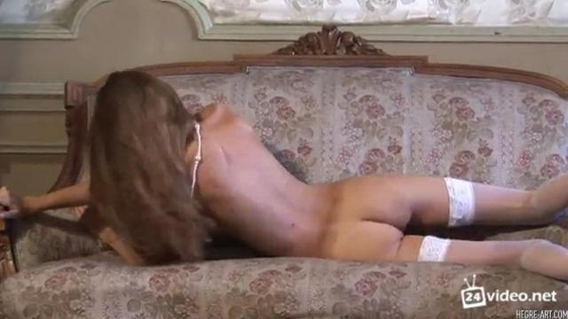 Секс с молодой волосатой пиздой