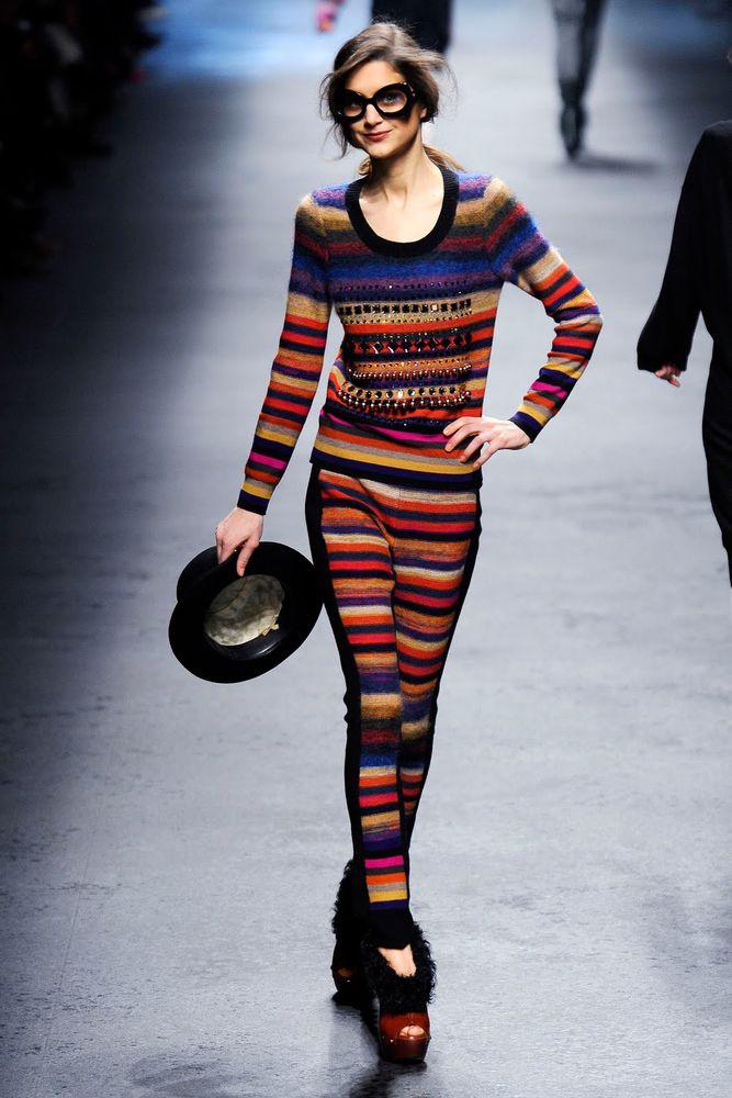свитер женский вязаный