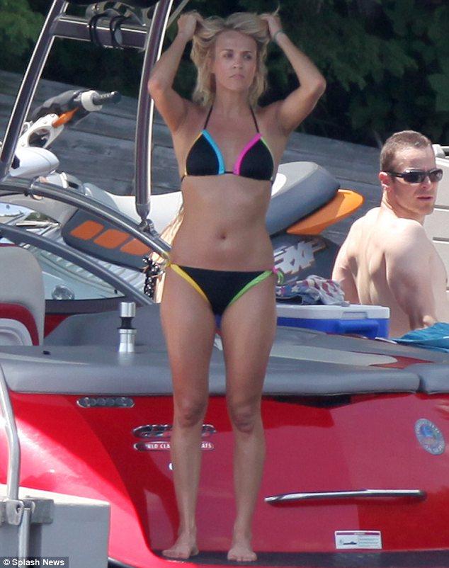 Carrie underwood in bikini 2013