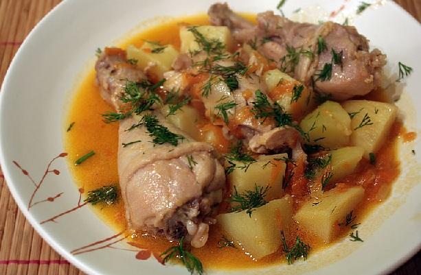 Рецепт тушеной курицы в мультиварке с картошкой