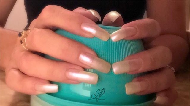 Are long nails in style