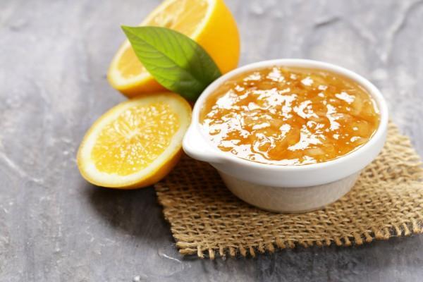 апельсиновый джем в миске