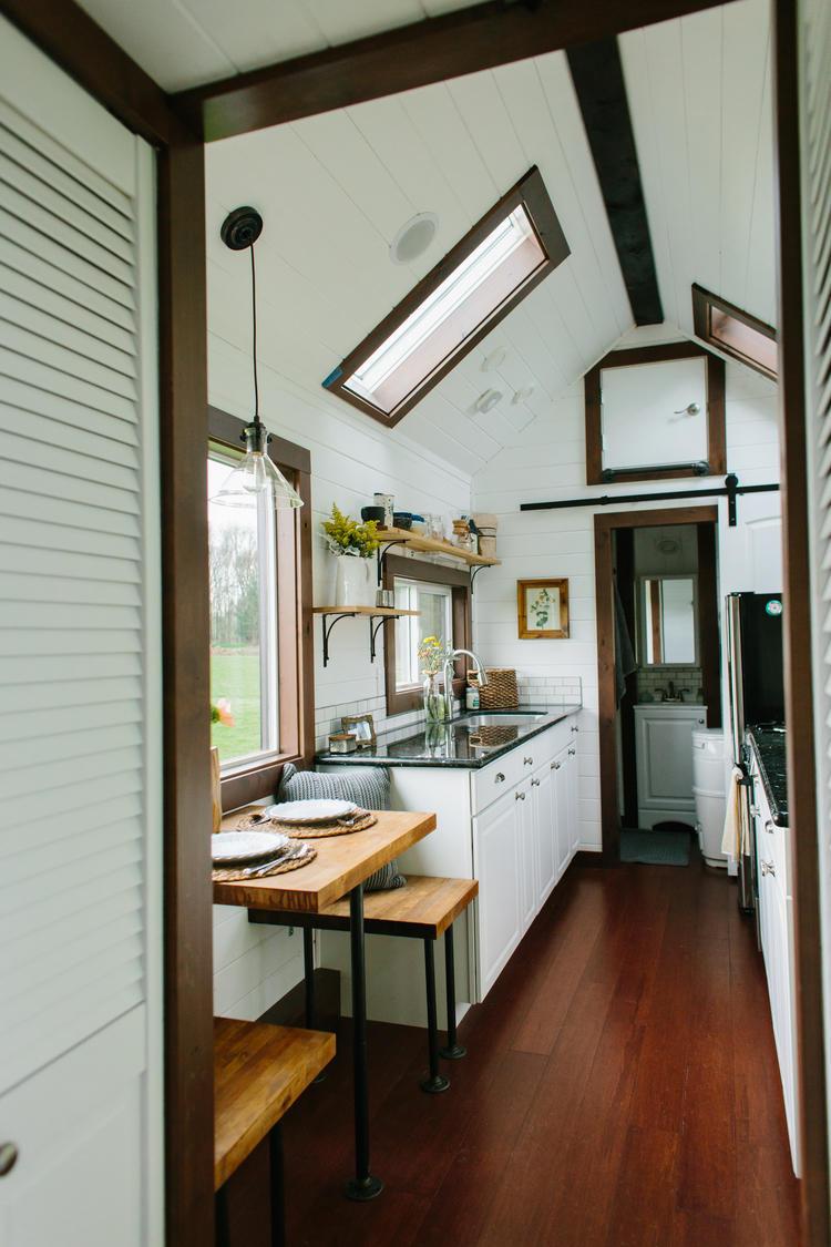 indy locals on hgtv chris weller sarah hedges. Black Bedroom Furniture Sets. Home Design Ideas