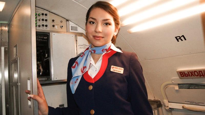 До скольки лет работают стюардессы