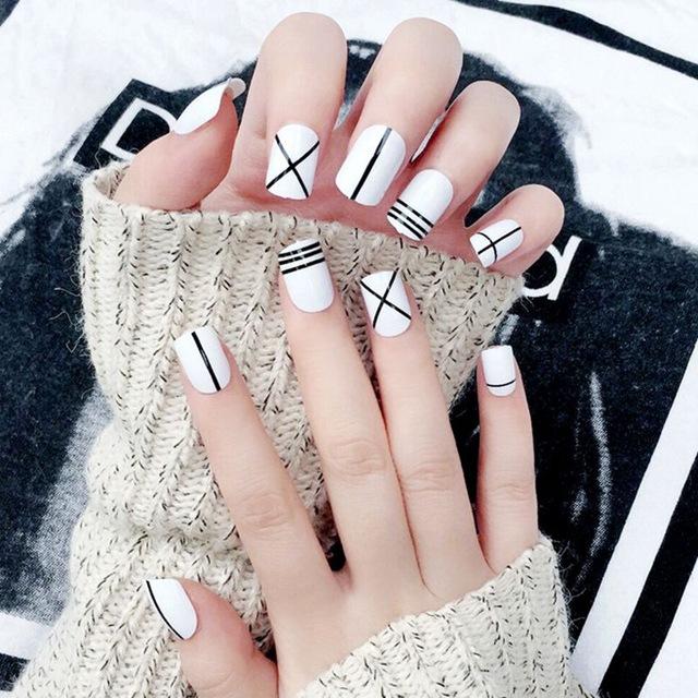 Nail salon fake nails