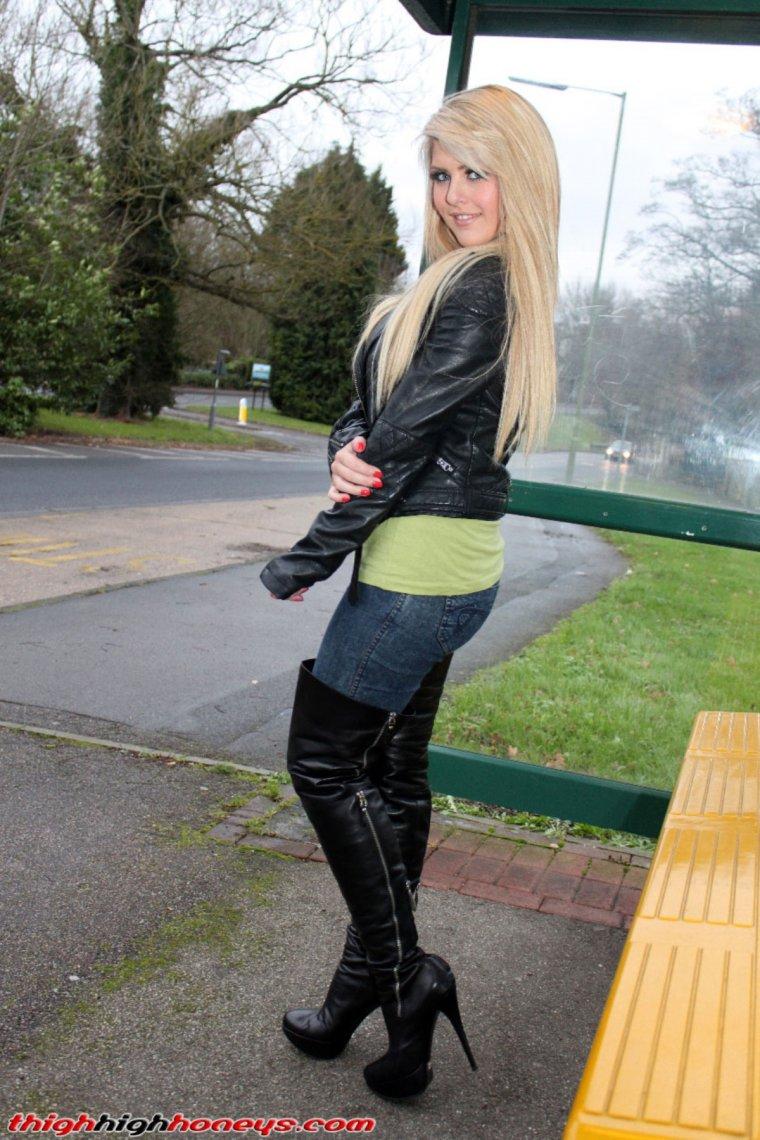 Фото женщины в сапогах