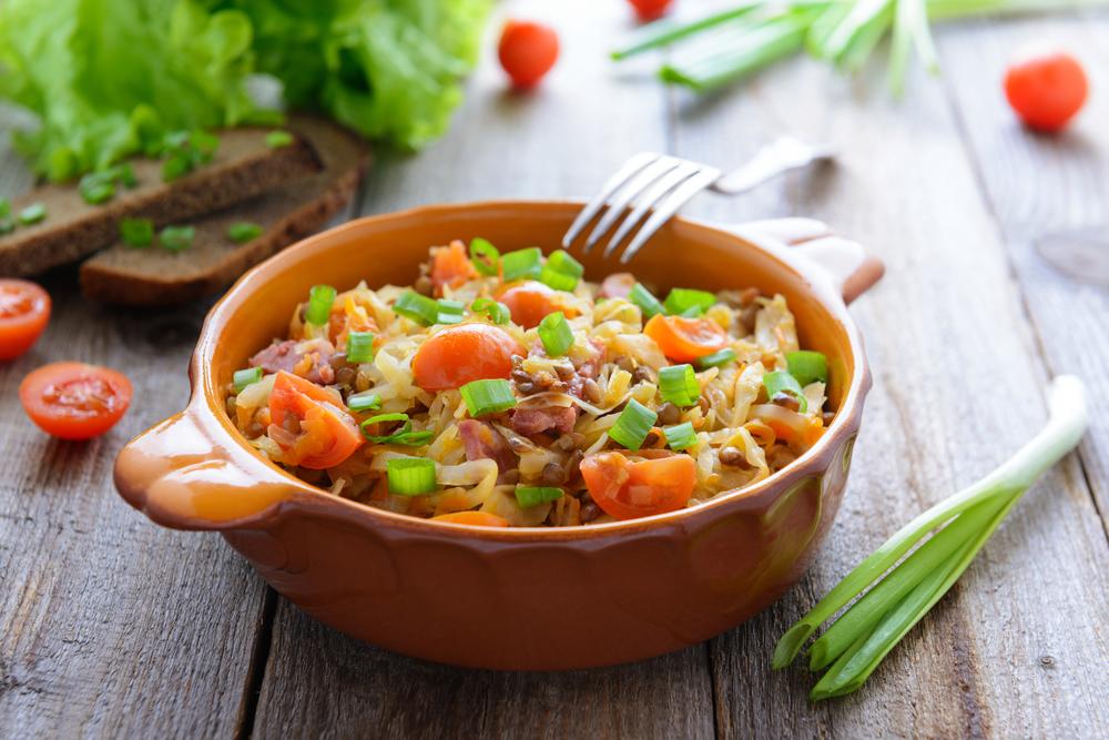 Рагу овощное с мясом на костре в казане