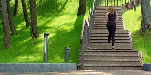 Сон бежать по лестнице