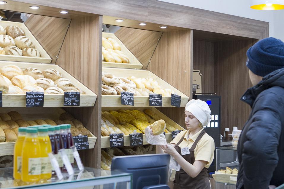 Пекарня печет хлеб на продажу магазинам