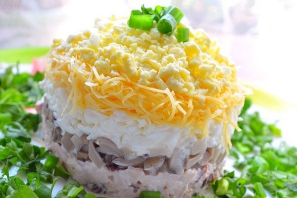 Салат слоями из скумбрии