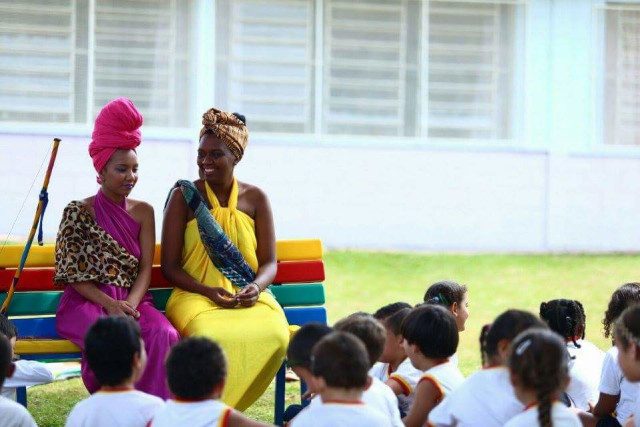 As Princesas Guerreiras em visita à uma escola.