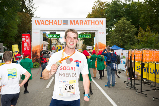 2016: Official Partner project of the famous Wachau Marathon where SOCIAL FRIENDS was driving an information desk for the hole weekend. Participation of 4 realy teams including providing guide runners for visual impaired people. At the picture you can see Martin Würz - skier - who also participated in the race. Cooperation will be continued in 2017.