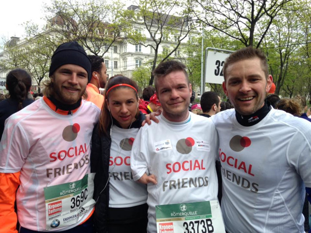 2016: Event participation at the Vienna City Marathon with 5 Relay teams. At the picture you can see celebrity supporter Peter Hackmair, Stephanie Zupancic, Christian Scheiber (SOCIAL FRIENDS athlete) and project founder Thomas Kügerl